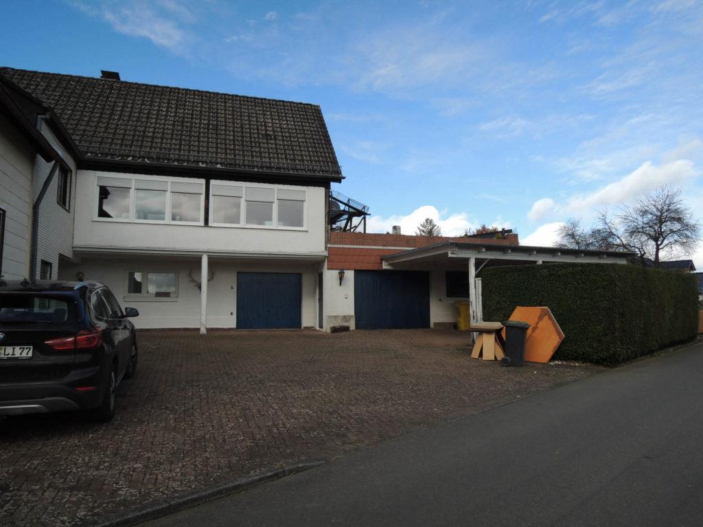 Wohnhaus mit viel Platz und Garage