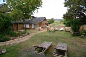 Malerisches Landhaus mit Schwimmteich, Stallungen und Lavapaddock